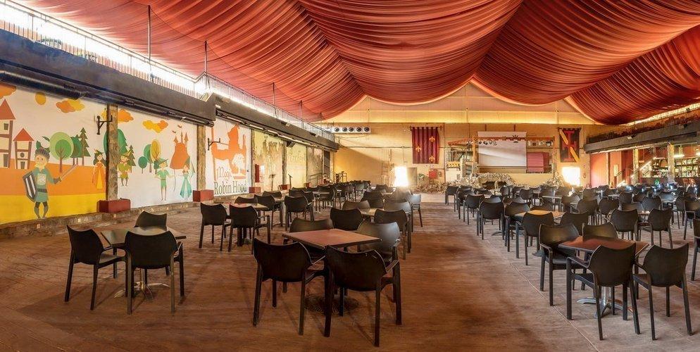'Lady Marian Theatre', Бар и зона развлечений Парк отдыха Magic Robin Hood Альфас-дель-Пи