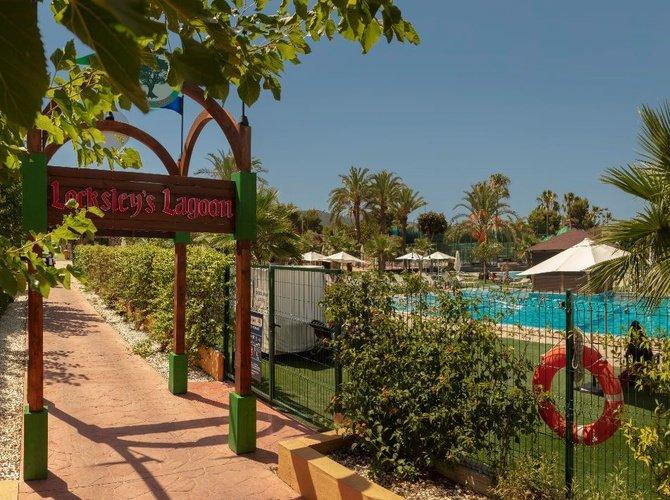 Открытый бассейн Парк отдыха magic robin hood альфас-дель-пи